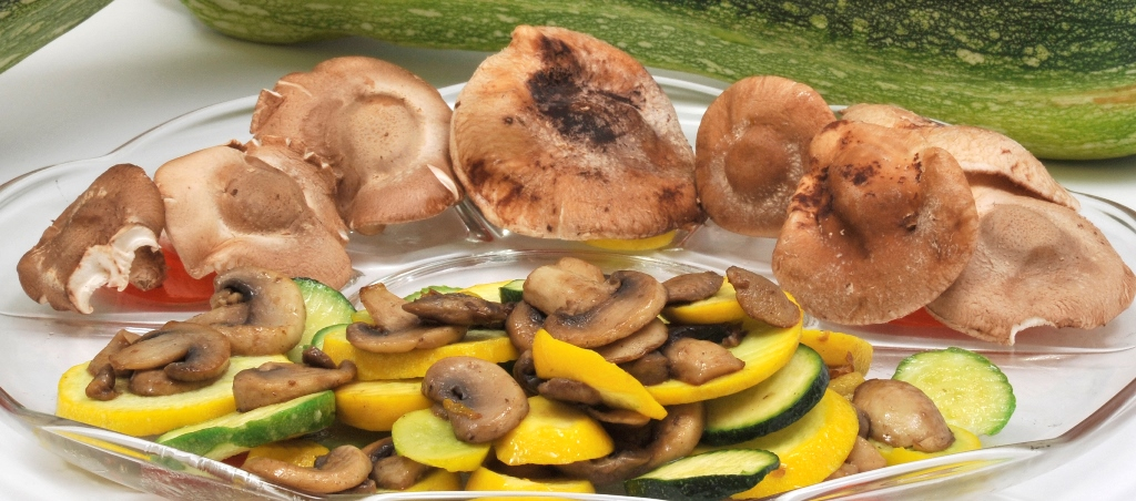 plat de courgettes et champignons